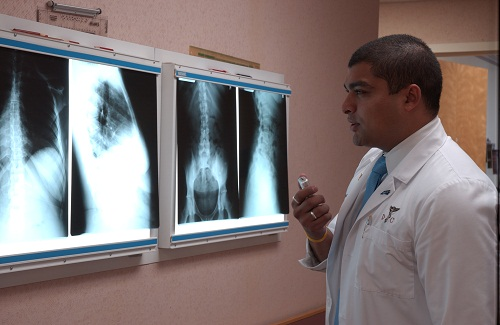 Dr. Ferzaan Ali examines the injured patient xray